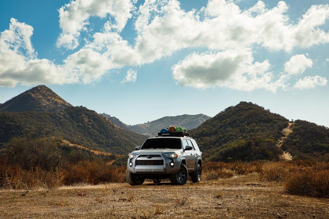 vue avant du Toyota 4Runner 2021 sur un terrain hors route