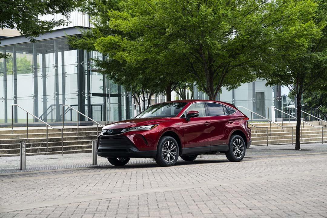 vue latérale du Toyota Venza 2021 stationné