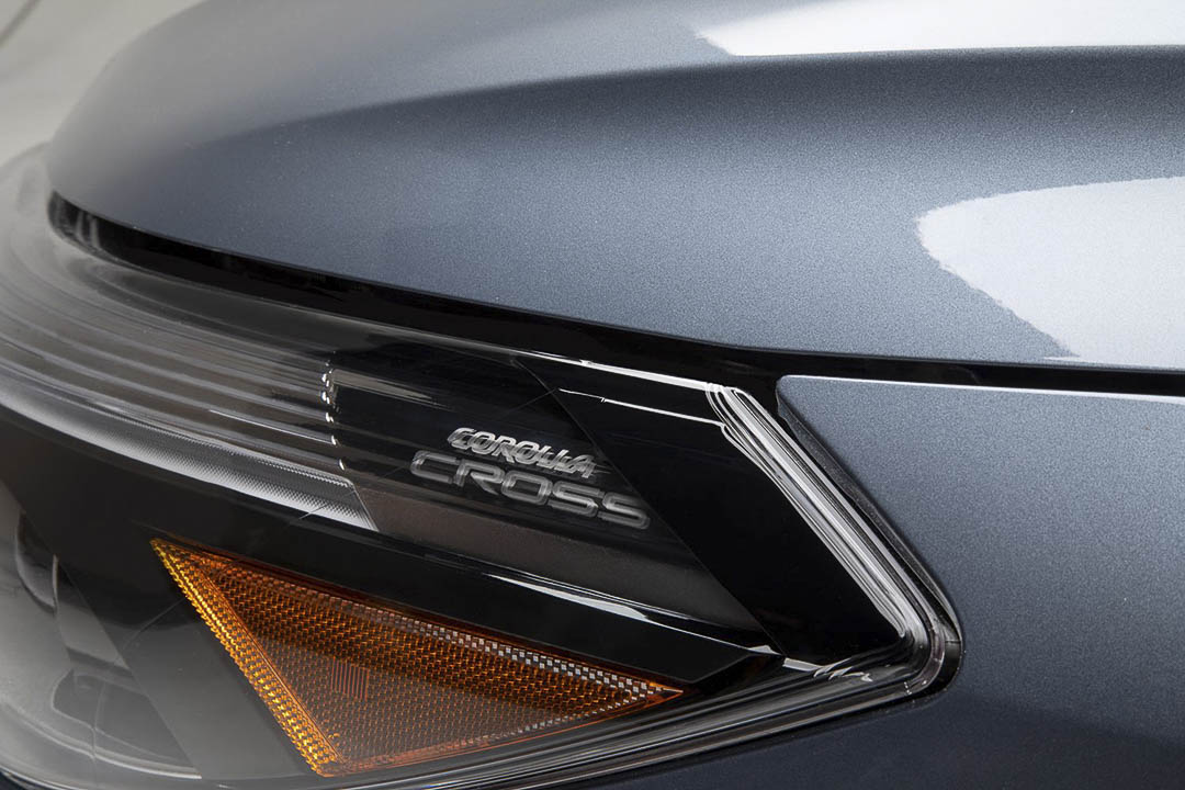 The titled COROLLA CROSS automatic high beam of the subcompact SUV