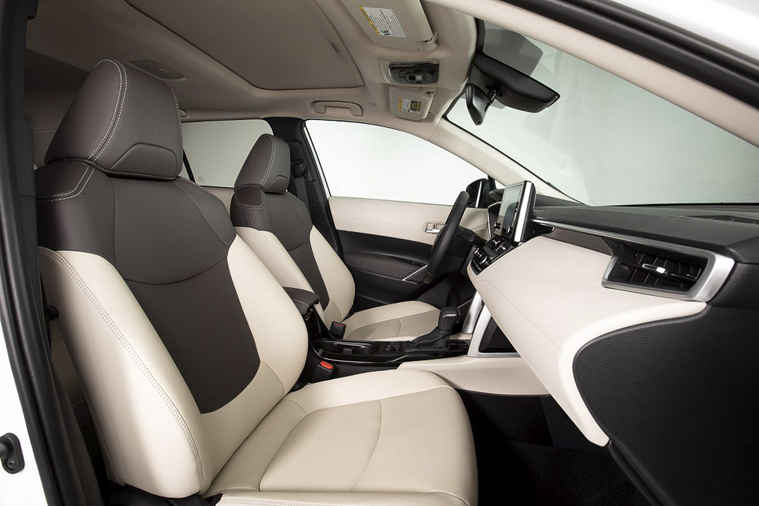 Side view of the 2022 Toyota Corolla Cross front seats